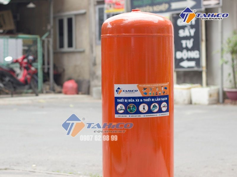 Bình dầu của cầu nâng 1 trụ rửa ô tô Việt Nam