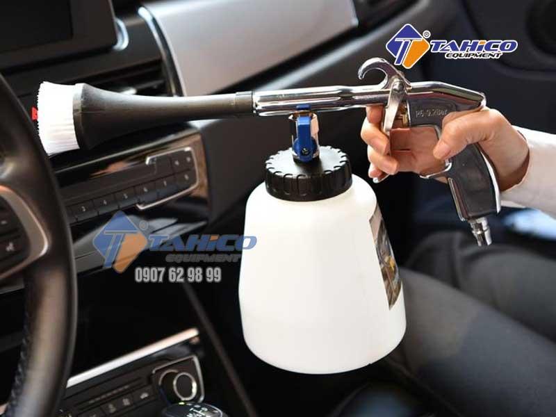 Sử dụng vệ sinh nội thất ô tô dễ dàng