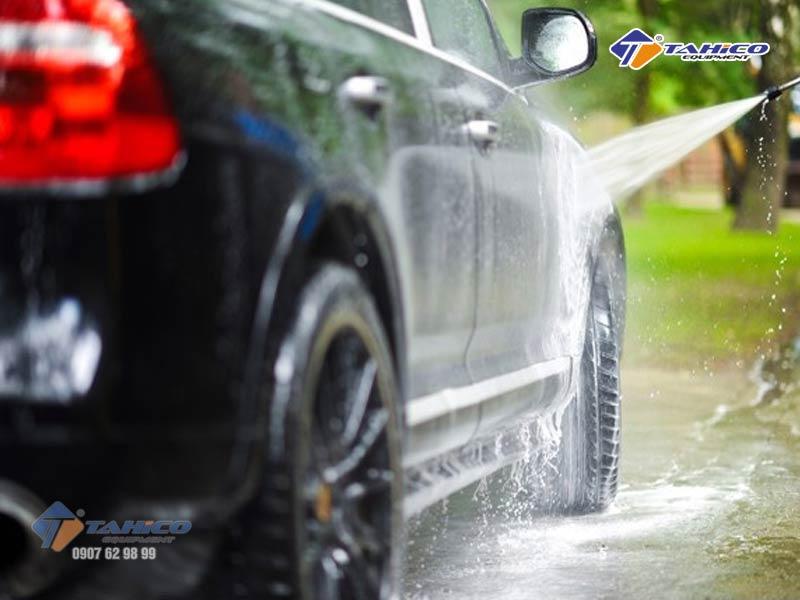 Cách rửa xe ô tô tại nhà giúp bạn chăn sóc xe chi tiết nhất