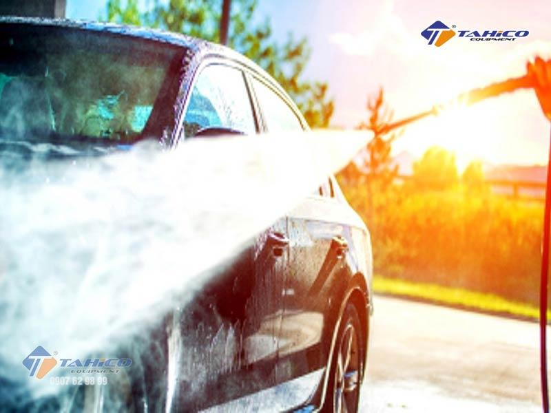 Rửa xe ô tô tại nhà nên tránh rửa dưới nắng