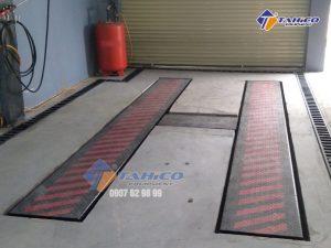 Cầu nâng 1 trụ rửa xe ô tô Việt Nam âm nền