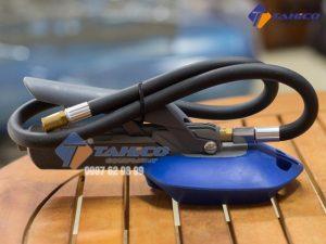 Đồng hồ đo áp suất và bơm lốp Air Force được trang bị đồng hồ đo áp cực kỳ chuyên nghiệp, giúp người dùng dễ dàng hơn khi thao tác