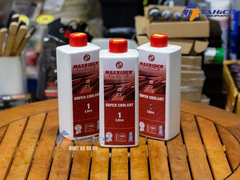 Dung dịch giảm nhiệt ( màu đỏ ) Maxrider Supper Coolant 1 lít giúp chống giãn nở các chi tiết máy do nhiệt gây ra.