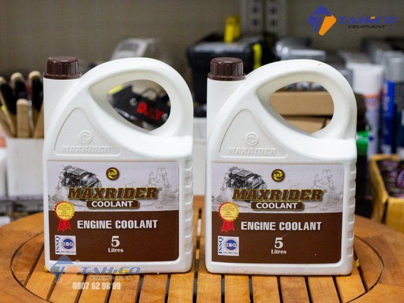 Dung dịch giảm nhiệt ( màu xanh ) Maxrider Engine Coolant 5 lít giúp cho động cơ hoạt động tốt ở nhiều điều kiện khí hậu.