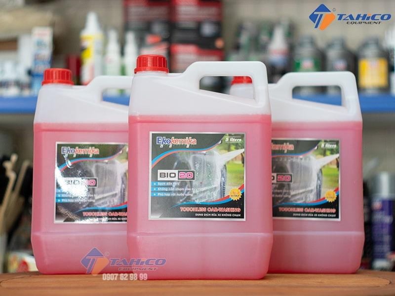 Dung dịch chuyên dùng để rửa xe ô tô, xe máy và xe tải