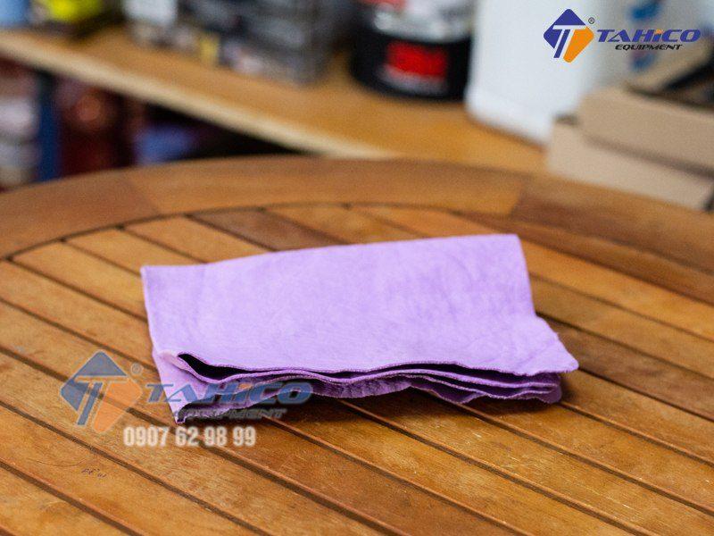 Khăn da bò lau kính và nội thất xe ô tô là một sản phẩm thông minh, rất được tìm kiếm và sử dụng ngay từ ngày đầu ra mắt ở Việt Nam