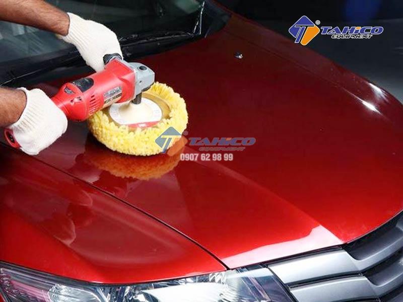 Giúp loại bỏ các vết xước và các lỗi khác trên bề mặt sơn.