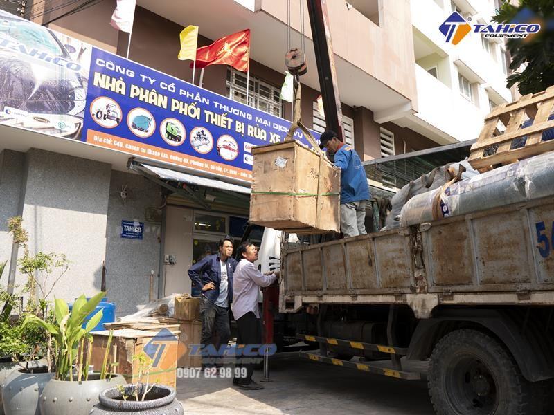 Vận chuyển để lắp đặt cầu nâng 1 trụ Ấn Độ dùng rửa xe ô tô