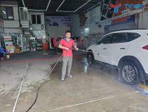 Kỹ thuật rửa xe ô tô tránh làm trầy xước bề mặt sơn xe