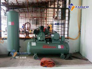 Máy nén khí Piston 3HP 2.2P-9.5V5A được trang bị rơ le tự ngắt, giúp đảm bảo an toàn cho người sử dụng