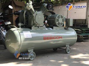 Máy nén khí Piston 3HP 2.2P-9.5V5A được nhập khẩu trực tiếp từ Nhật Bản 100%, không qua trung gian nên có giá thành vô cùng phải chăng