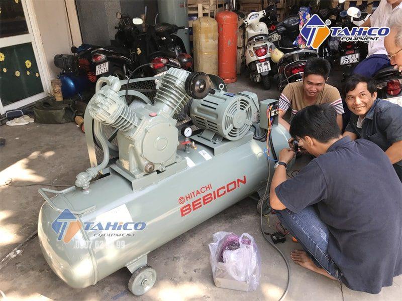 Máy nén khí Piston không dầu 15 HP 11OP-8.5GA5A không có chất bôi trơn nên chất liệu dùng phải chịu được nhiệt tốt, chống mòn tốt.
