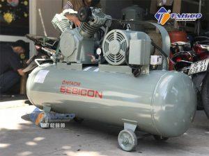 Máy nén khí Piston không dầu 2HP 1.5OP-9.5G5A hoàn toàn không có chất bôi trơn nên chất liệu dùng phải chịu được nhiệt tốt, chống mòn tốt.