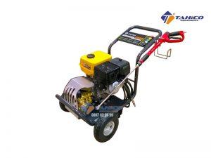 Máy rửa xe cao áp Lutian 15G32-9A (9 hp) hoạt động với công suất 9HP