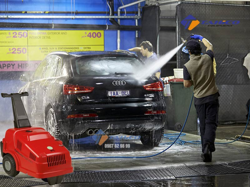 Máy rửa xe cao áp IPC ELITE2840T sử dụng 2 bánh xe phía sau giúp dễ di chuyển