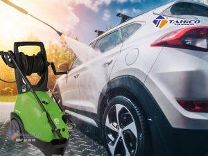 Máy rửa xe cao áp IPC PW-C40 thiết gồm 2 bánh xe để di chuyển, các đầu béc để thay đổi lực bắn của nước, dây phun cao áp dài, vỏ bằng nhựa đảm bảo an toàn về điện khi vận hành.