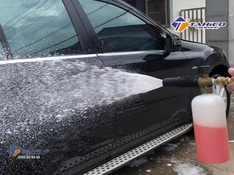 Máy rửa xe cao áp IPC PW-C40 D1813P4T (3 pha) là thiết bị tiết kiệm nguồn nước sử dụng và áp lực cao nên giúp bạn làm sạch xe và vệ sinh máy móc,
