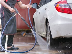 Máy rửa xe cao áp Kokoro 15M26-3.7S2 với áp lực lên đến 180 Bar cùng lưu lượng nước 10,7 lít / phút đánh bay mọi vết bẩn khó khăn nhất