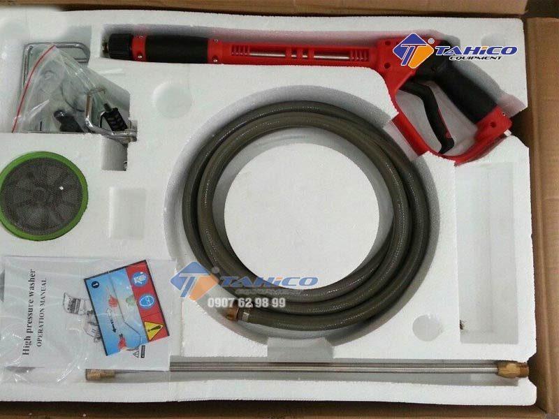 Máy rửa xe cao áp Kokoro 18M25-4T4 tiết kiệm được nhiều thời gian, tiền bạc khi sử dụng chiếc máy này vì bạn sẽ xịt rửa dễ dàng hơn, không mất quá nhiều công sức cũng như tiết kiệm chi phí rửa xe tại cửa hàng.