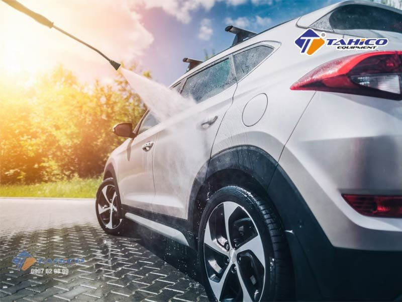 Máy rửa xe cao áp Kokoro 18M25-4T4 được sản xuất từ những vật liệu bền bỉ, chắc chắn như inox chống gỉ, hợp kim chống ăn mòn