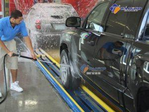 Máy rửa xe cao áp Kokoro 18M25-4T4 bánh xe lớn, tay đẩy dài dễ dàng di chuyển bên trong kho xưởng hay từ vị trí này đến vị trí khác