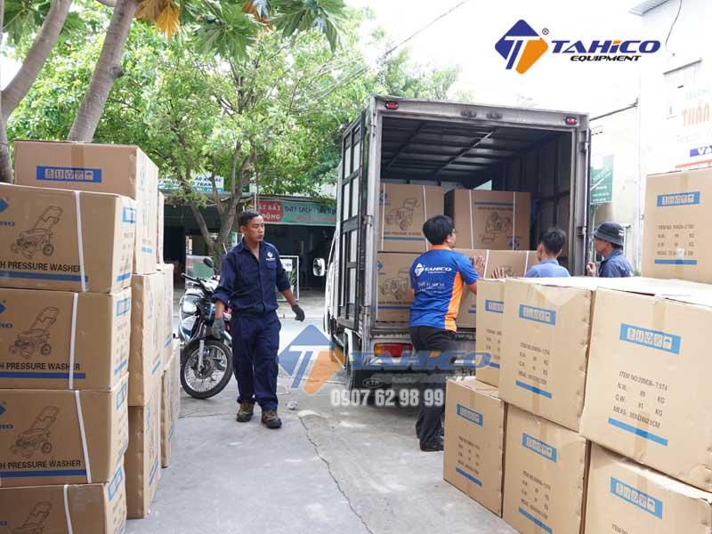 Chuyển các máy rửa xe KOKORO đến các chi nhánh của công ty Tahico