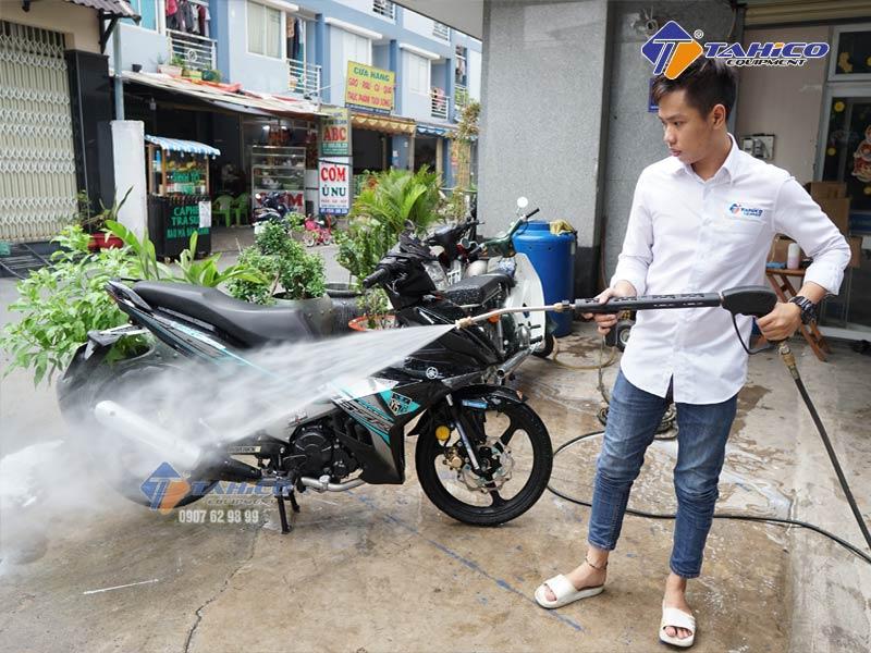 Lượng nước tiêu thụ chỉ bằng 50% so với máy bơm rửa thông thường