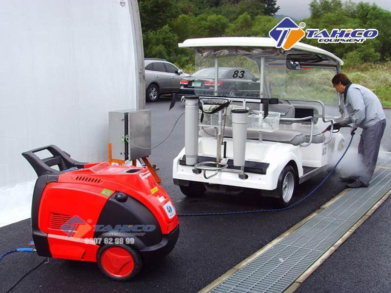 Máy rửa xe cao áp nóng/lạnh IPC – DS2210T hiết kế hệ thống bánh xe phía dưới giúp việc di chuyển được dễ dàng thuận tiện hơn