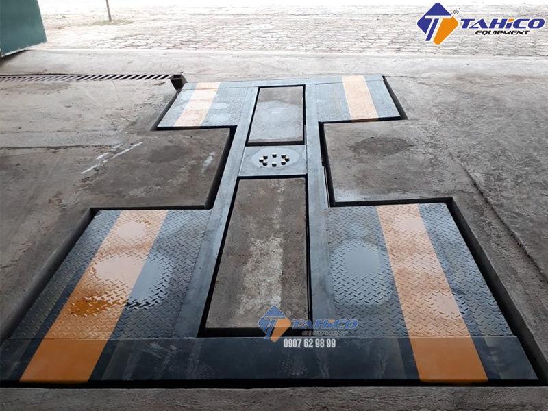 Cầu nâng 1 trụ rửa xe ô tô Ấn Độ lắp âm nền kiểu chữ I