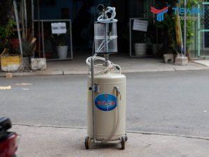 Máy hút dầu nhớt ô tô