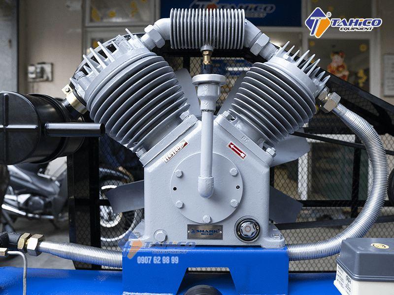 Các linh phụ kiện của máy sử dụng chất liệu khá bền và được lắp ráp khá chắc chắn