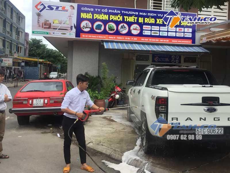Áp lực bơm 9 MPa giúp vệ sinh dễ dàng