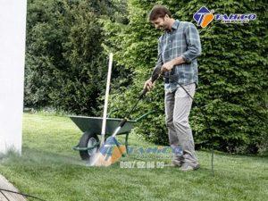 Ngoài vệ sinh xe thì có thể vệ sinh dụng cụ, vật dụng làm vườn