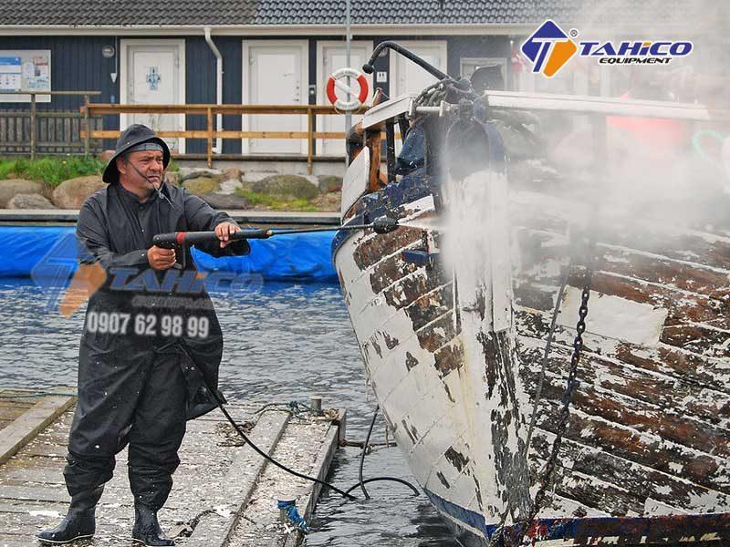 Ngoài vệ sinh xe thì có thể vệ sinh tàu thuyền