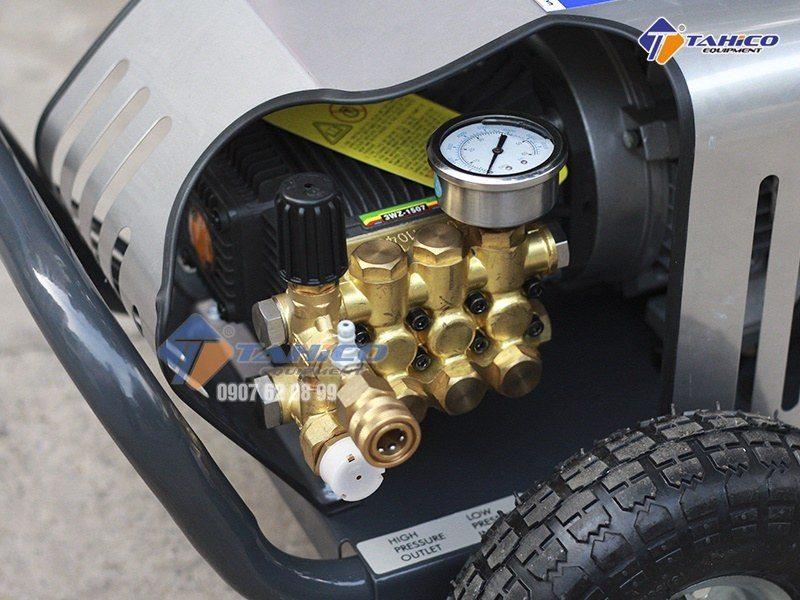 Đầu bơm chất lượng chuyên nghiệp của máy rửa xe 18M17.5-3T4