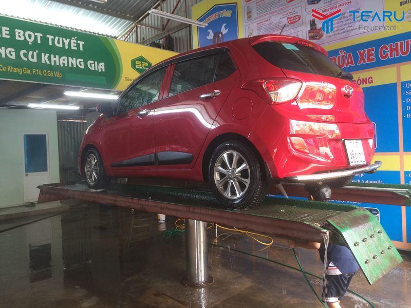 Cầu nâng 1 trụ rửa xe ô tô nên lắp âm nền hay mặt bàn nổi?