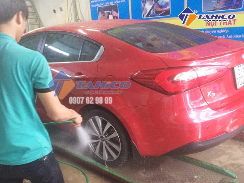 Máy rửa xe dây đai rửa xe ô tô