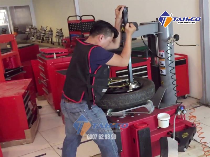 Đặc biệt phù hợp cho thao tác ra vào các loại lốp xe đời cao