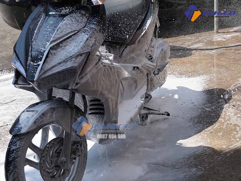 binh-rua-xe-phun-bot-tuyet-kokoro-24-lit-7