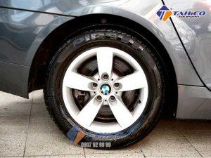 Khôi phục lại vẻ đen bóng của lốp xe một cách nhanh chóng