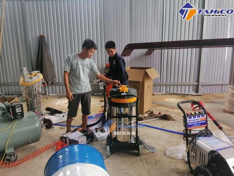 Máy hút bụi là thiết bị thiết yếu cho tiệm rửa xe oto