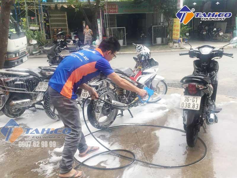 Rửa xe máy cần áp lực 60-80 bar