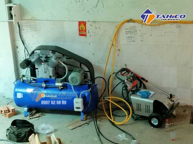 Máy nén khí và máy rửa xe