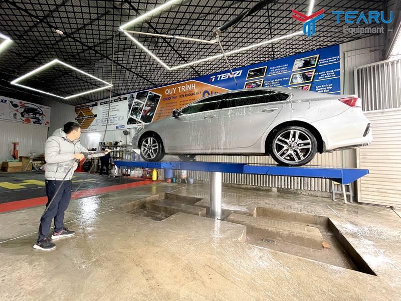 Cầu nâng 1 trụ rửa xe TAGORE đạt tiêu chuẩn chất lượng xuất nhập khẩu.