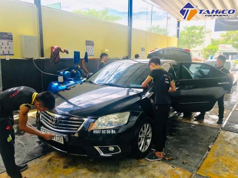 Sử dụng nước rửa xe và chăm sóc xe giúp xe luôn mới