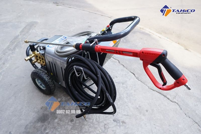 Trọn bộ máy rửa xe cao áp