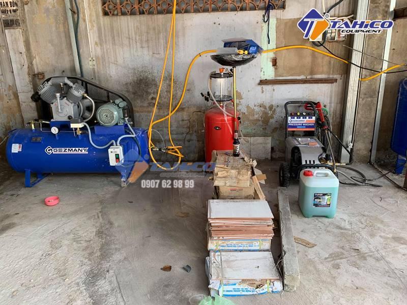 Máy bơm hơi là thiết bị không thể thiếu trong tiệm rửa xe