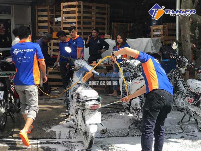 Rửa xe máy với máy rửa xe dây đai