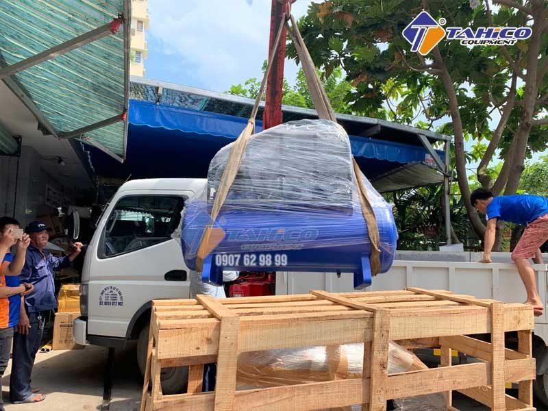 Công ty TAHICO vận chuyển máy nén khí đến khách hàng