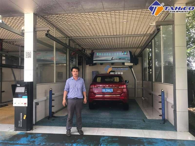 Giám đốc công Ty TAHICO đến tận nơi sản xuất máy rửa xe tự động